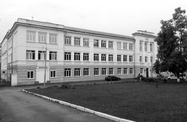 Киевская школа №16, где работала Тамара Иванютина