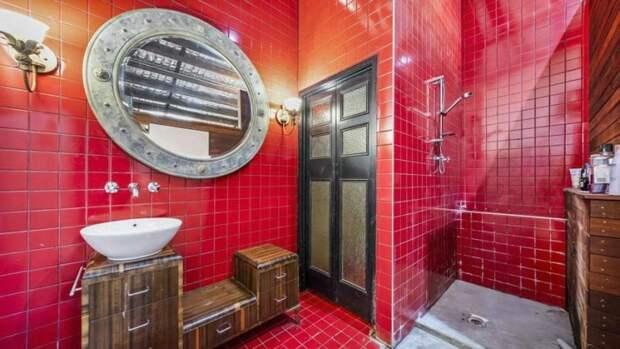 Стильная ванная с тёмно-красной плиткой архитектура, в мире, дизайн, дом, склад