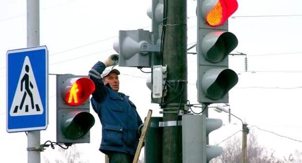 Что означает мигающий зеленый сигнал светофора, и как себя при нем вести?