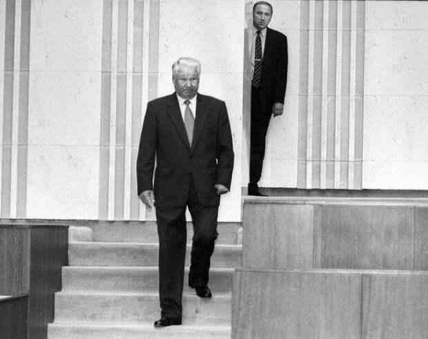 Кто не выпустил Ельцина из самолета в Ирландии?