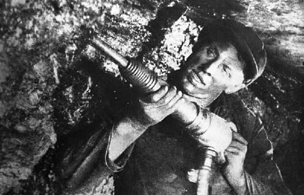 Почему Сталин не пустил на фронт шахтёра Алексея Стаханова