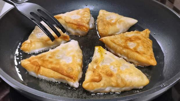 Тесто для пирожков делаю прозрачное и тонкое как бумага и жарю с любой начинкой (рецепт с луком и морковкой, можно в пост)