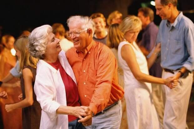 В центре соцобслуживания «Западное Дегунино» для пенсионеров открылась новая группа по направлению «Танцы»