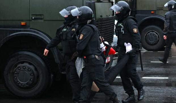 Политолог: Белорусские силовики зря надеются, что Путин поможет Лукашенко
