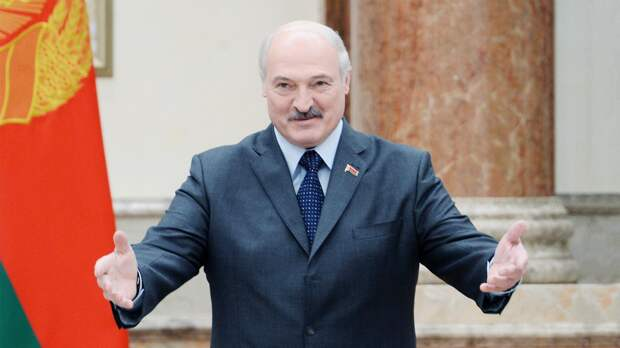 Лукашенко расцеловали после форума «Женщины за Беларусь»
