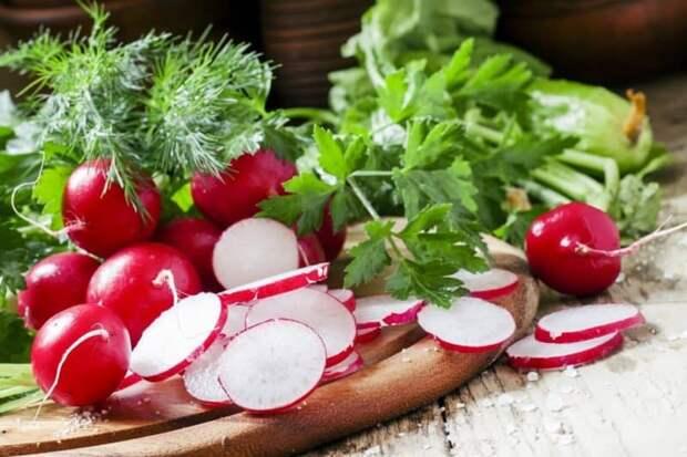 Салат из копчёной сельди с редисом