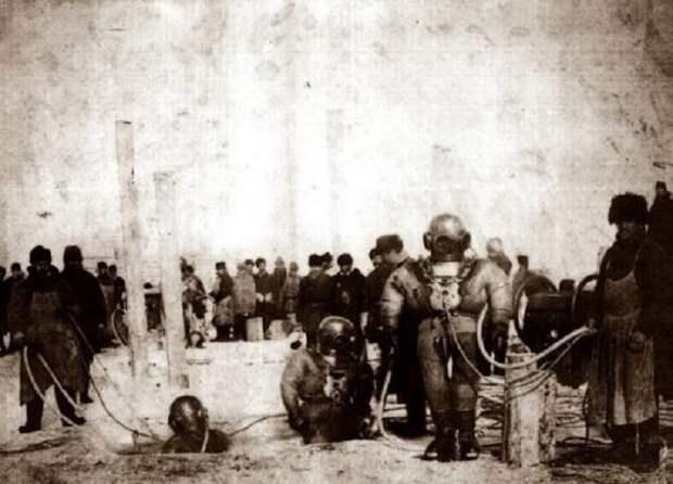 Подводные работы при строительстве моста через Енисей в 1896 году.