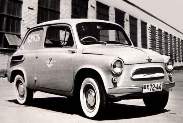 Некоторые праворульные машины оставались в стране. Например, вот такой Запорожец.