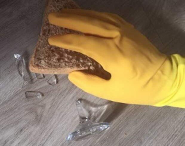 Как при помощи хлеба собрать мелкие осколки.