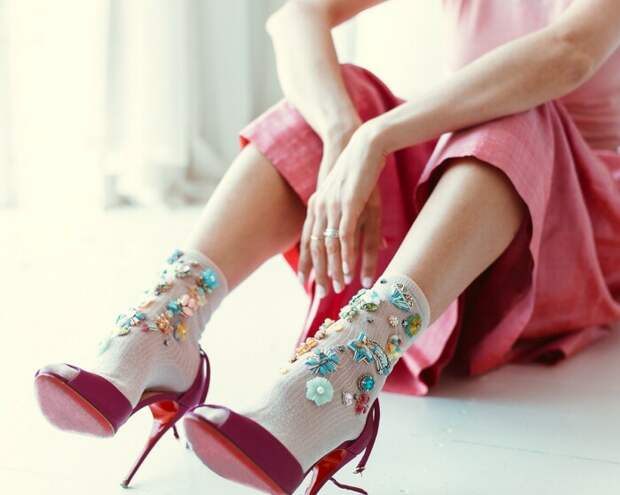 При примерке следует надевать на ногу носки, с которыми планируется носить обувь / Фото: fostylen.com