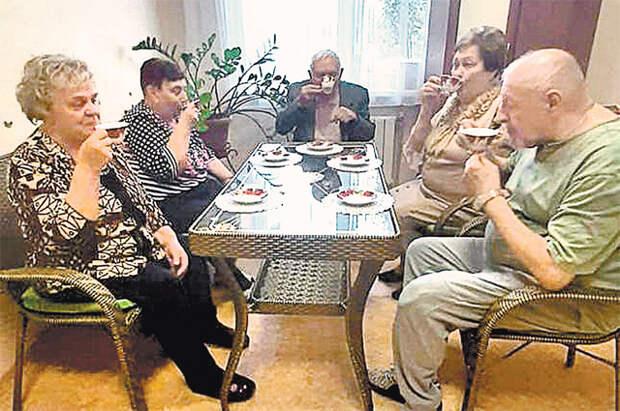 Фиточай собирает за столом всех в приятную компанию.