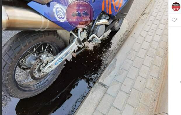 Мотоциклист уронил «железного коня» на Люблинской