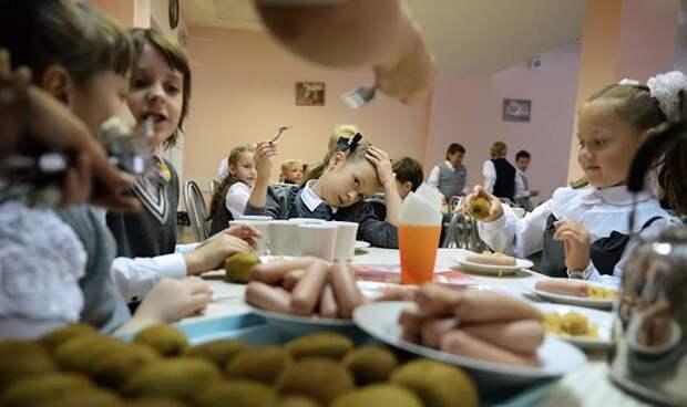 Реформа школьного питания в Петербурге явно отдает душком
