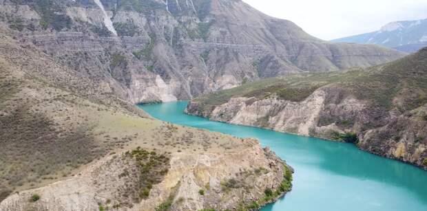 Назревает новый скандал: фотографии обнаженных девушек оскорбили жителей Дагестана