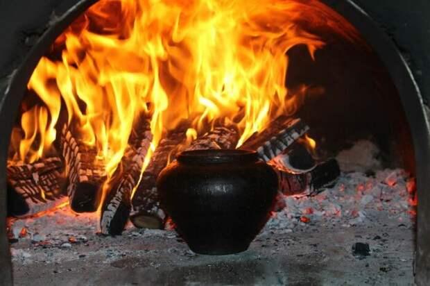 Подовинник – сухое полено, которое быстро сгорает. /Фото: politikus.ru