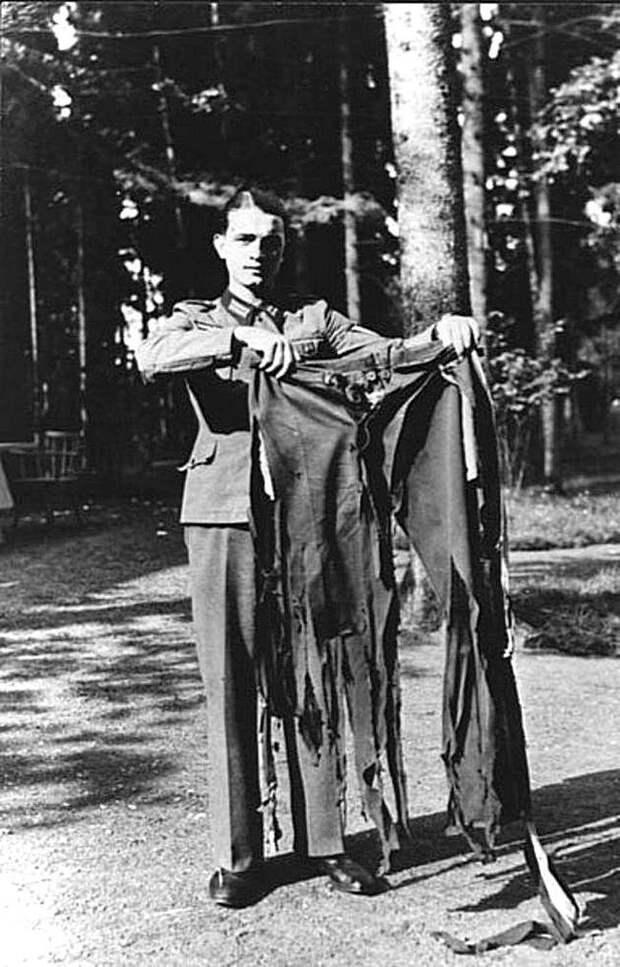 Штаны Адольфа Гитлера после неудачного покушения в Логове Волка. Растенбург, Восточная Пруссия, 1944. Весь Мир, история, фотографии
