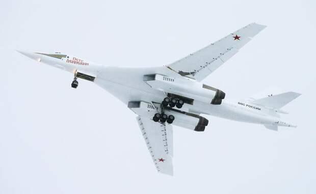 На фото: модернизированный стратегический ракетоносец Ту-160М