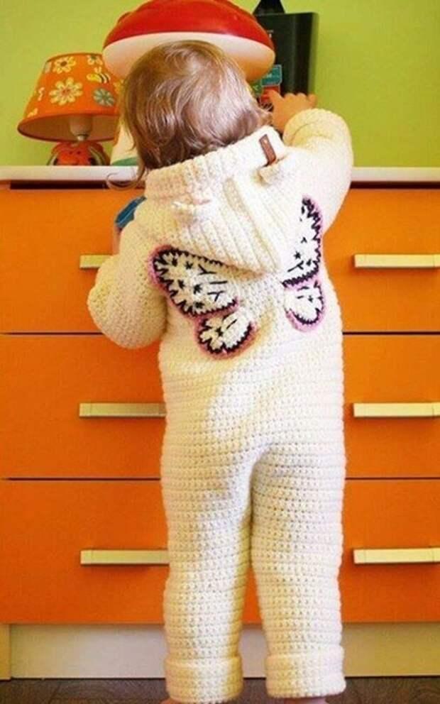 детского вязаного комбинезончика