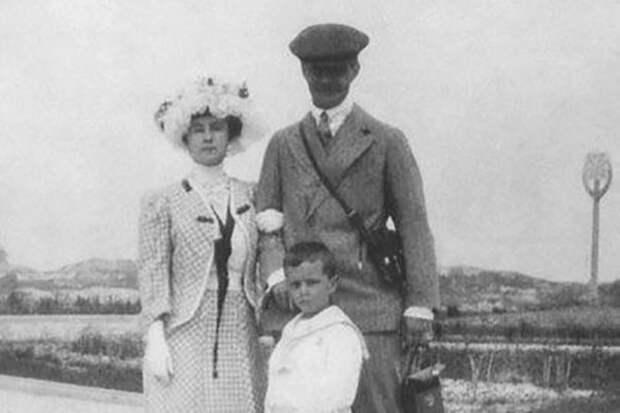 Матильда Кшесинская с Великим князем Андреем Владимировичом и сыном Володей.