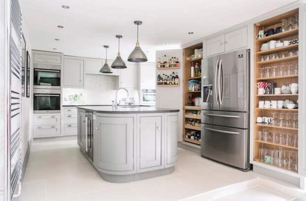 Как разместить холодильник на кухне