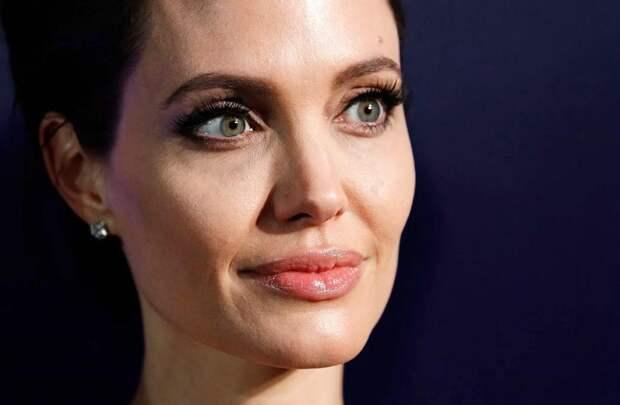 Редкая красота матери Анджелины Джоли: своей внешностью актриса обязана матери