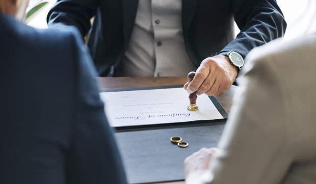 Предложили будущему зятю подписать брачный контракт, а он обиделся - значит, меркантильный.