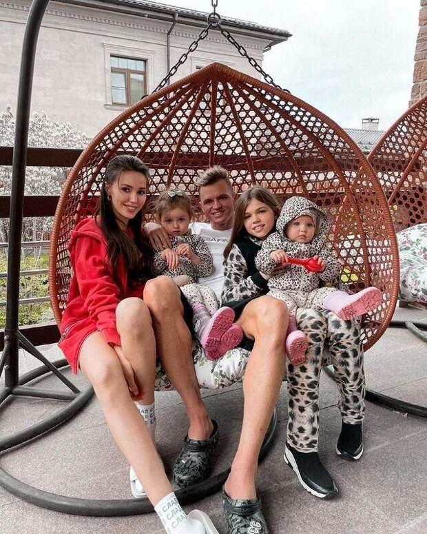 Счастливая семья: старшая дочь Дмитрия Тарасова переехала к отцу