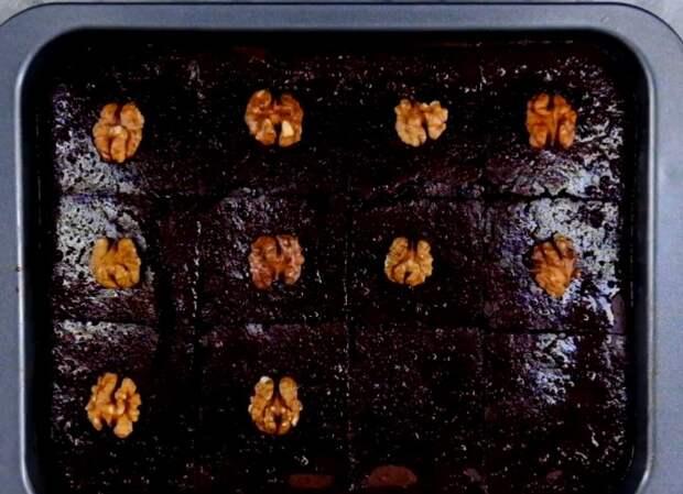 Влажный шоколадный бисквит