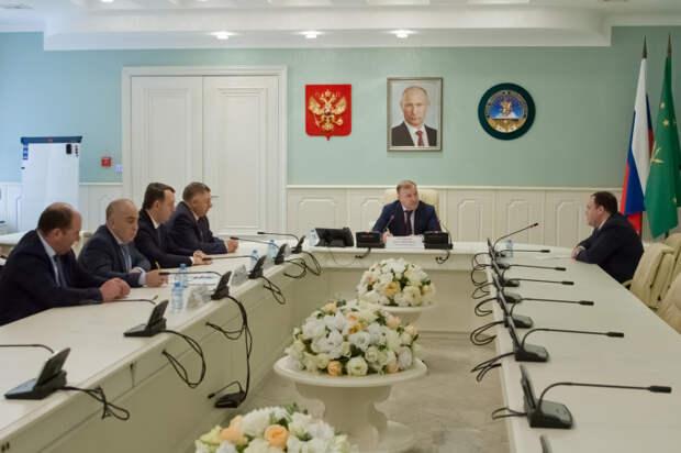 Глава Адыгеи провел встречу с членом Совета при Президенте РФ по развитию гражданского общества и правам человека
