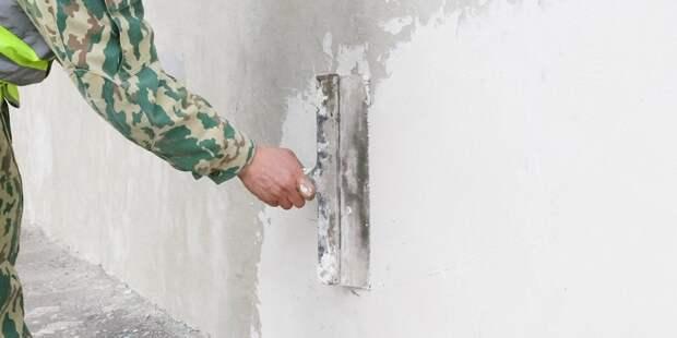 В доме на Бескудниковском бульваре покрасили входную дверь