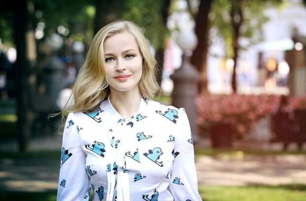 Юлия Пересильд рассказала о переезде в деревню, новых хобби и «Сказочных чтениях»