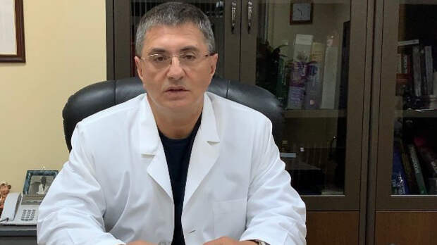 Мясников советует не консультироваться с врачом перед вакцинацией от COVID-19