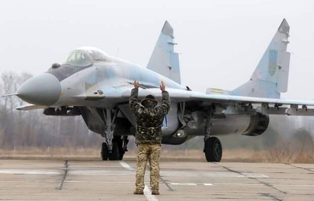 «Главное, лакокрасочное покрытие восстановили»: пользователи на Украине высмеяли ремонт истребителя МиГ-29