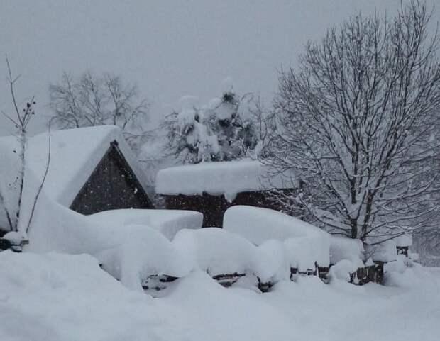 Действия при сильных снегопадах, метелях, заносах: телефоны экстренных служб