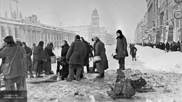 """Липовой отругал за русофобию писательницу Чижову, """"приравнявшую"""" Сталина к Гитлеру"""
