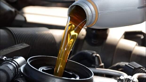 Очень важно взять за привычку своевременно и регулярно заменять масло в двигателе и коробке передач.   Фото: i.ytimg.com