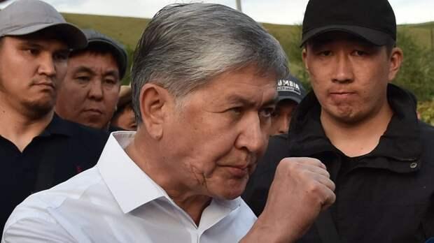 Толпа спецназовцев задержала экс-президента Киргизии