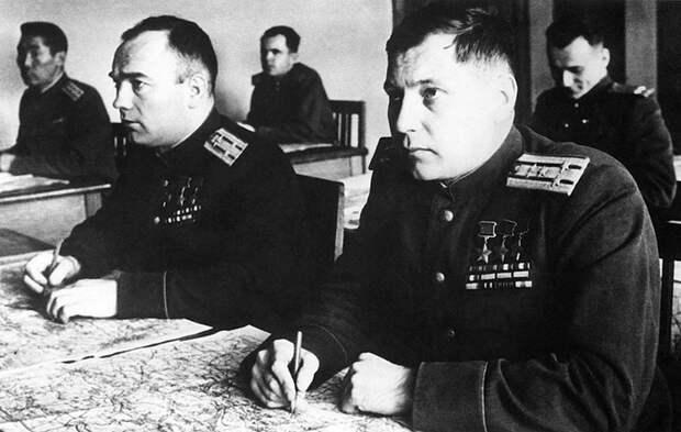 S-A.I.-Pokryshkinym-v-Akademii-im.-Frunze.-1947-g. (700x444, 195Kb)