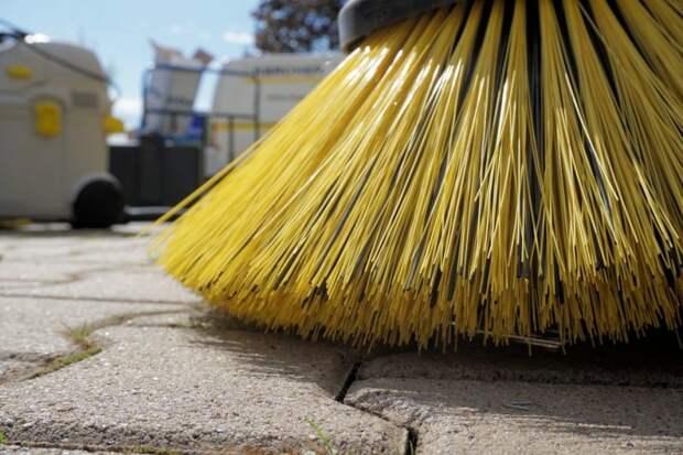 Рабочие освободили улицу Куусинена от строительного мусора
