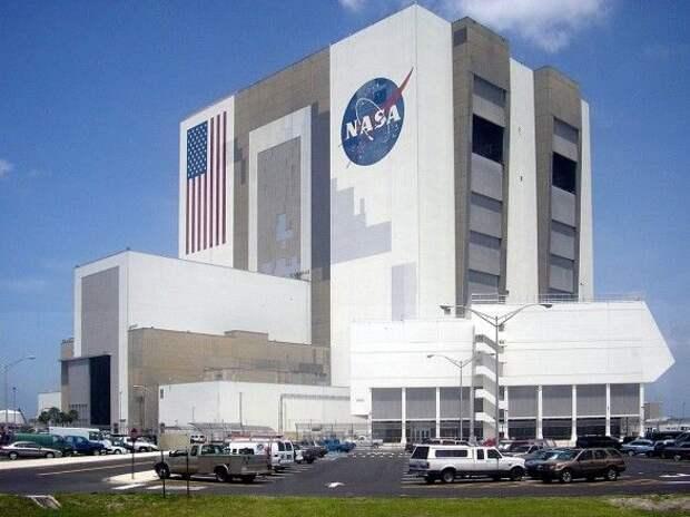 Директор NASA заявил, что женщина-астронавт скоро может ступить на поверхность Луны