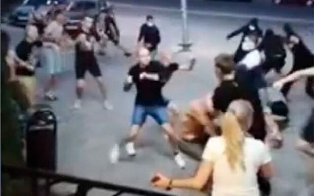 Фанаты «Ростова» после матча с «Локомотивом» напали на болельщиков москвичей: видео