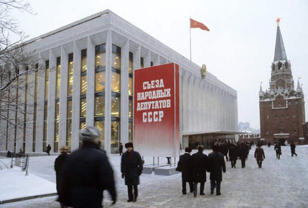 В Кремле во время съезда Народных депутатов СССР, 1990 год