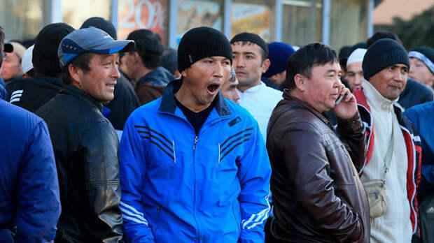 """Будем жить по """"законам шариата""""? Мигранты бросают вызов России"""