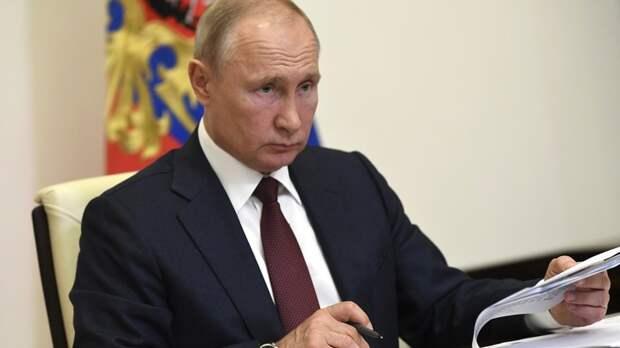 И Путин даёт волю эмоциям. Владимир Владимирович приходит в ярость. Это я на 100% знаю
