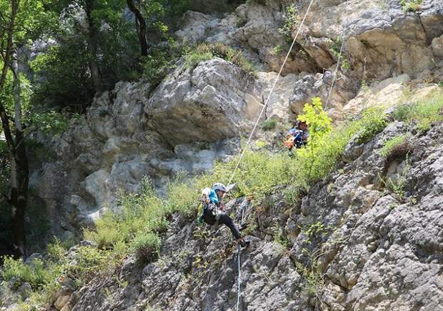В горах под Сочи сорвалась со скалы альпинистка