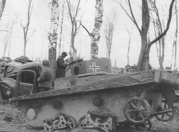 разбитый Т-37А в 1943