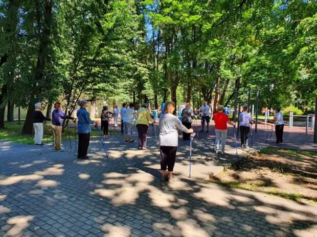 В Савеловском открыта запись на скандинавскую ходьбу