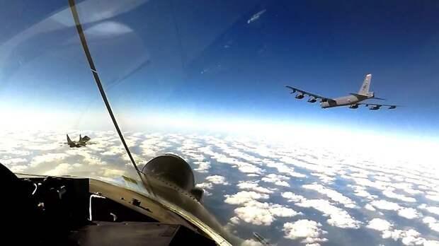 Стратегические бомбардировщики США вновь патрулировали воздушное пространство Украины фото