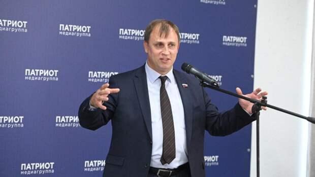 Проходят проверку на прочность: депутат Вострецов отреагировал на гей-парад в Венгрии