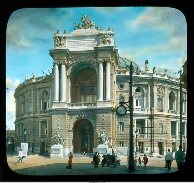 7. Национальный Академический театр оперы и балета .